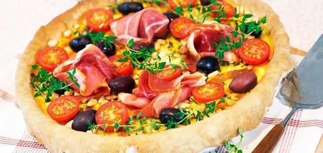 Ostepai med soltørket tomat og oliven