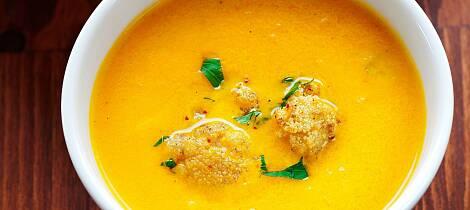 Restene av kalkunen blir til en varmt duftende og smaksrik suppe