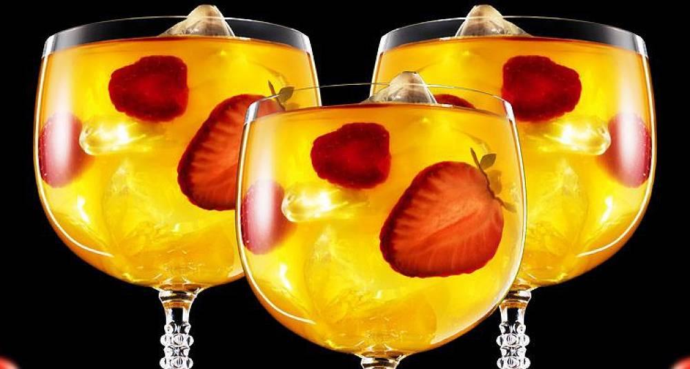 Iskald og fruktig drink med gin og te