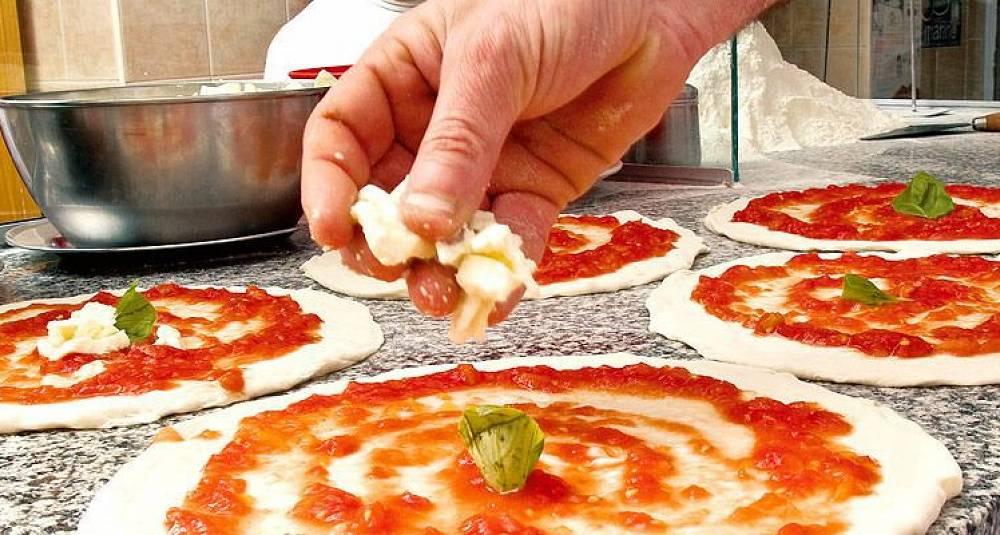 Slik lager du pizza margherita