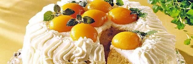 Hva med en bløtkake med eggekrem og aprikos?