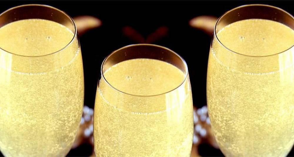Champagnecocktail til nyttårsfeiringen