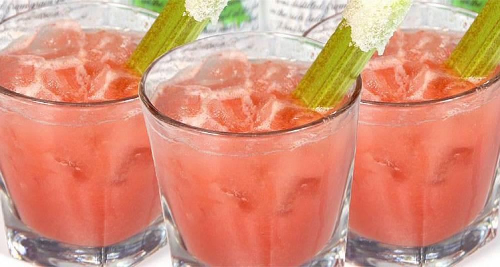Sommerlig drink med rabarbra og vodka