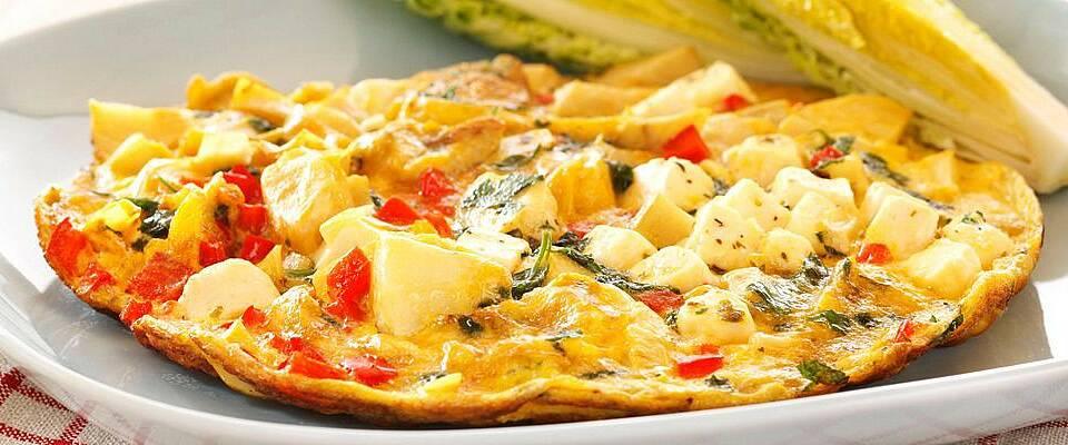 Så lett lager du en gresk vri på omeletten