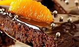 Sjokolade og appelsin er som skapt for hverandre - her i en dyrisk god kake
