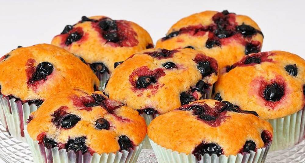 Bruk solbær i muffinsene