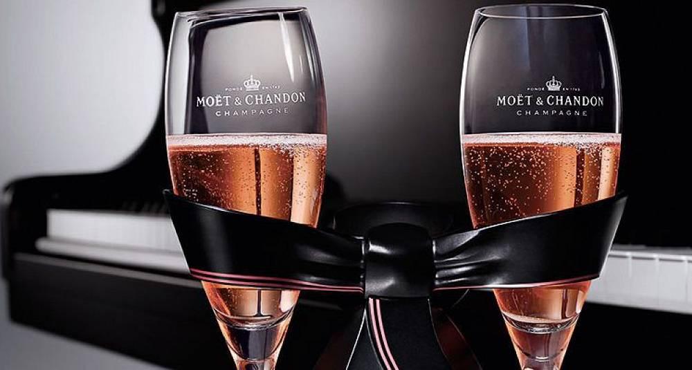 Må feires med champagne