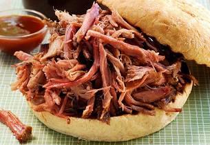 Sandwich med pulled pork og coleslaw