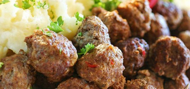Hotte kjøttboller med mandelpotetpuré