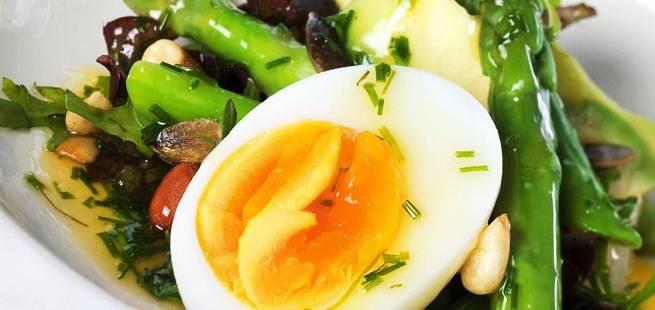 Asparges med smilende egg