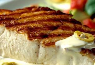 Grillet eller stekt kveite med salsa og majonessaus