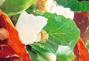 Cæsarsalat med spekemat