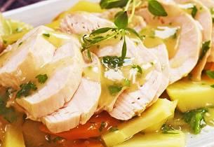 Posjert kylling med rotfrukter og urtesaus
