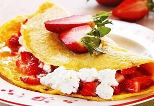 Omelett med jordbær og cottage cheese