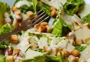 Cæsarsalat med skinke