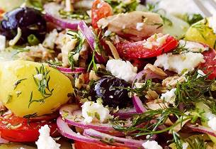 Gresk salat med poteter og tunfisk
