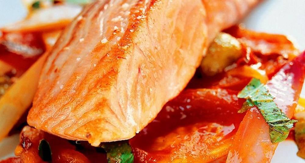 Laksefilet med italiensk tomatkompott