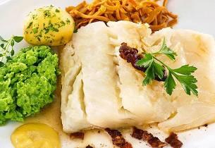 Lutefisk med ringerikserter og poteter