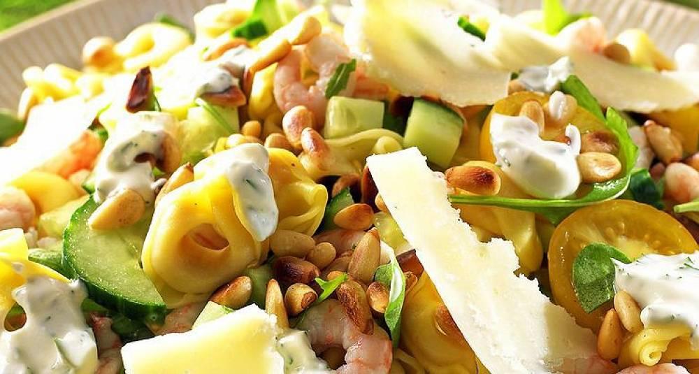 Salat med tortellini og reker