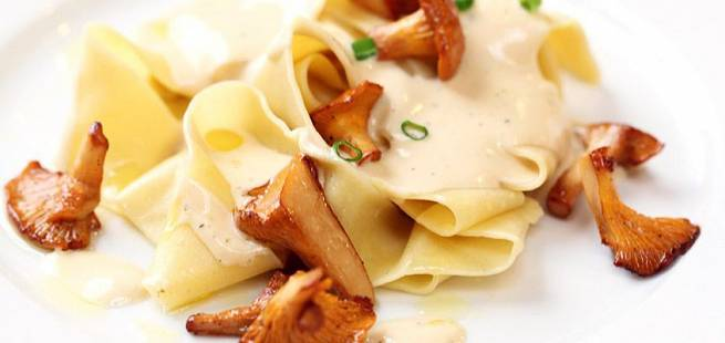 Pasta med kremost og stekte kantareller