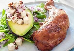 Grillede kyllinglår med avokado og feta