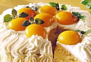 Bløtkake med eggekrem og aprikos