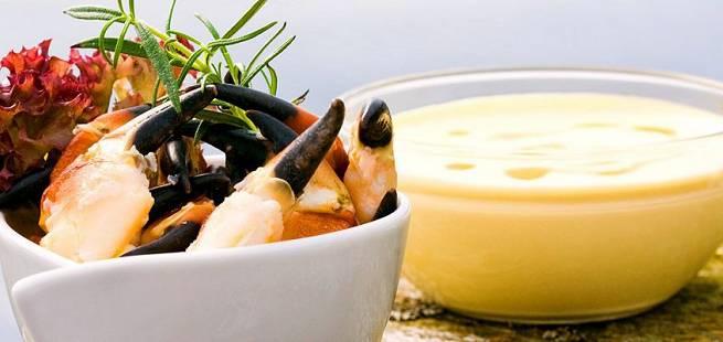 Krabbe naturell med avocadokrem og karrimajones