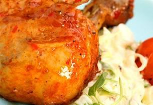Kyllingklubber med rabarbraglaze og chilicoleslaw