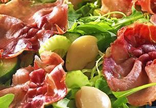 Salat med stekt spekeskinke