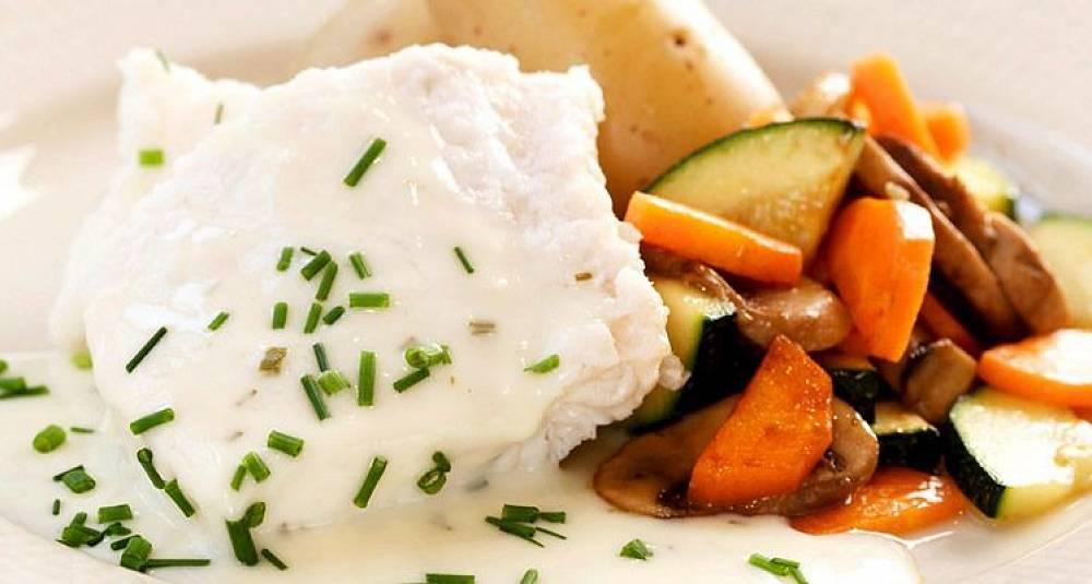 Steinbit med stekte grønnsaker og ostesaus