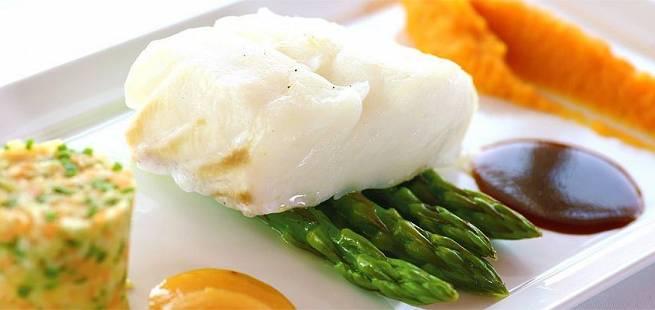 Torskefilet med søtpotetpuré og asparges