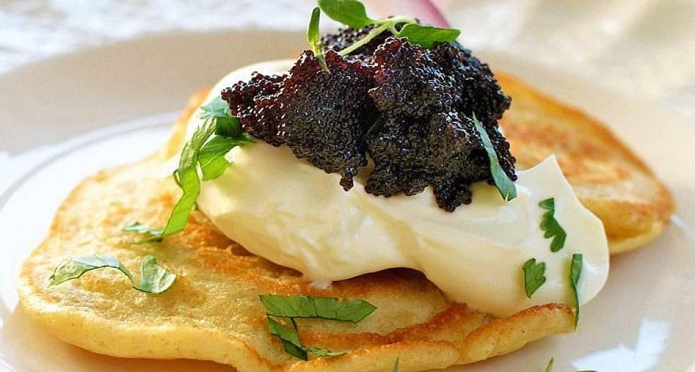 Blinis med sort kaviar