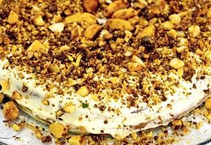 Ostekake med lønnesirup og karamelliserte nøtter
