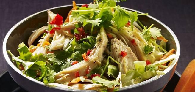 Vietnamesisk salat med kylling og kål