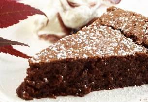 Sjokoladekake med solbær
