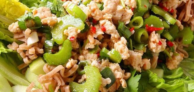 Asiatisk kyllingsalat med lime og koriander