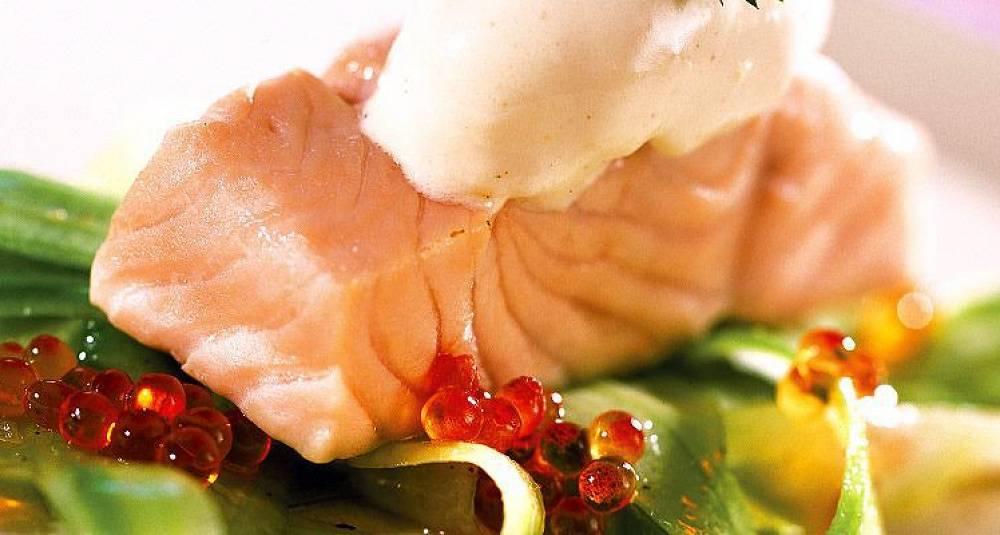 Laks med pepperrotkrem og agurksalat
