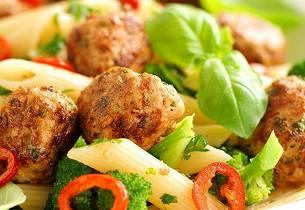 Kjøttboller med chili og pasta