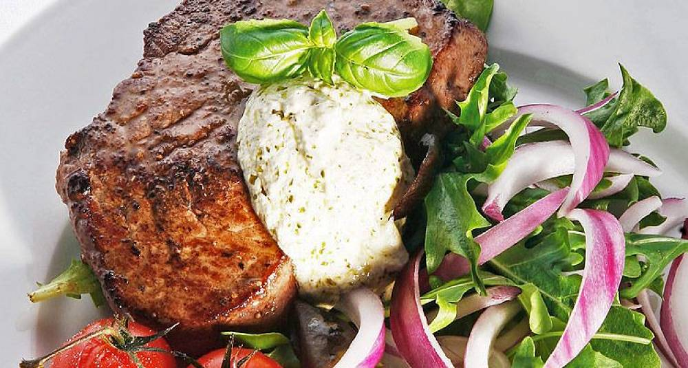Biff med salat og kesampesto