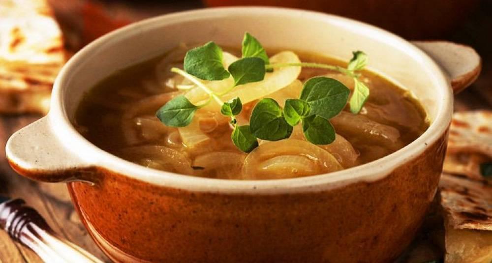 Løksuppe med varme quesadillas
