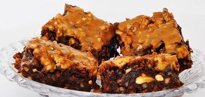 Brownies med karamell og valnøtter