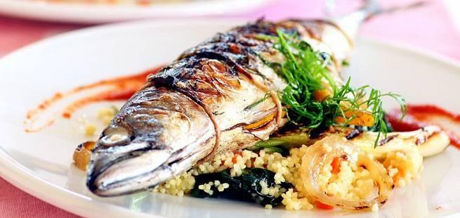 Grillet makrell med sitroncouscous, grillet paprika og squash