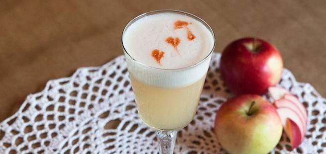 Apple Martini som bartenderen lager den