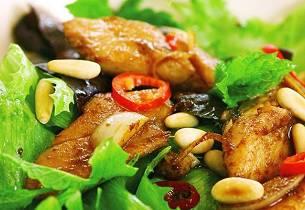 Salat med krydret varm matjessild