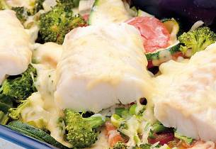 Ostegratinerte grønnsaker og fisk i form
