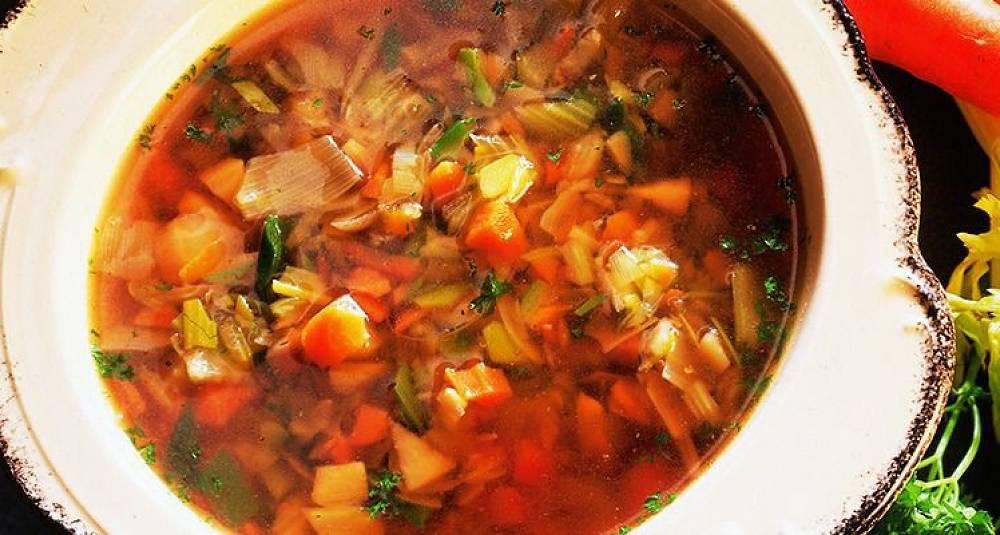 Buljong med friske grønnsaker