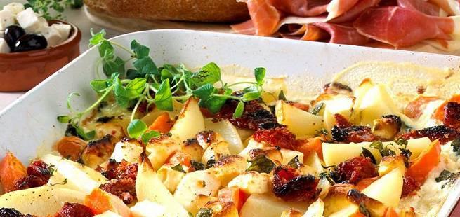 Bakte rotgrønnsaker med fetaost og hvitløk