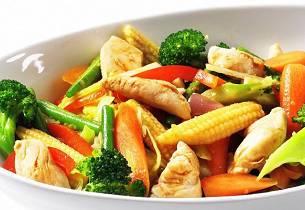 Hvit wok med mange farger