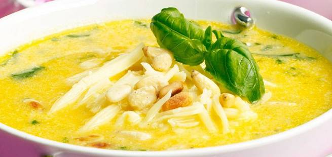 Søtpotetsuppe med ost og basilikum