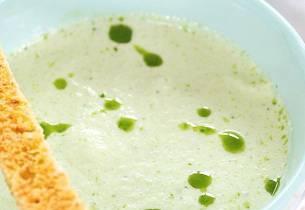 Hønsesuppe med poteter og agurk